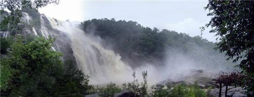 Mesmerizing View of Hundru Water Falls in Ranchi during Monsoon