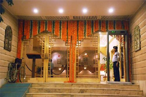 Grand Entrance of Hotel Yuvraj Palace in Ranchi