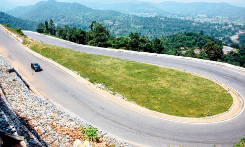 The thrilling turns and bends on roads in Patratu valley