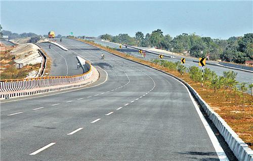 Excellent roads en route Ranchi to Patratu