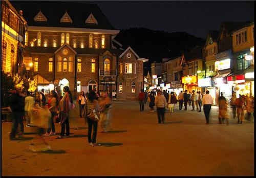 Mall Road at Night