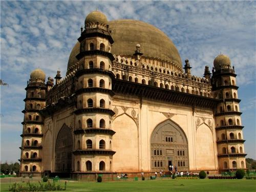 Famous tourist locations in Solapur