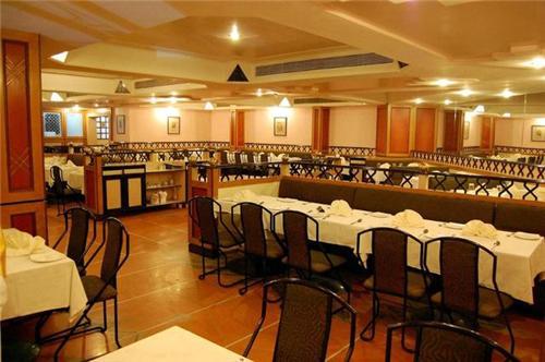 veg restaurants in Solapur