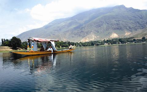 Manasbal Lake in Srinagar