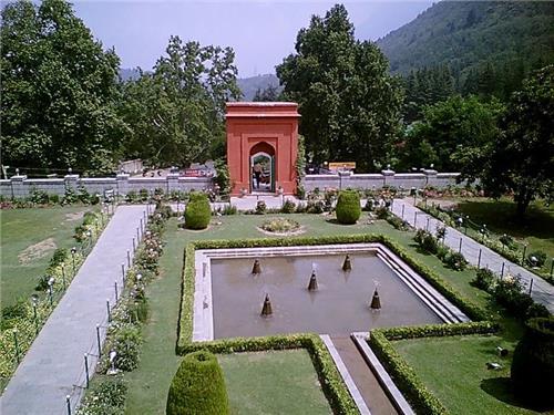 Chasme Shahi Garden in Srinagar