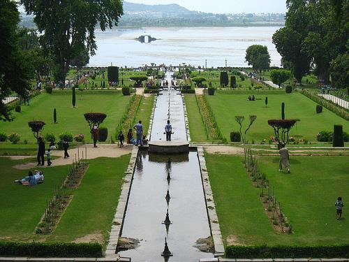 Architecture of Mughal Gardens in Srinagar