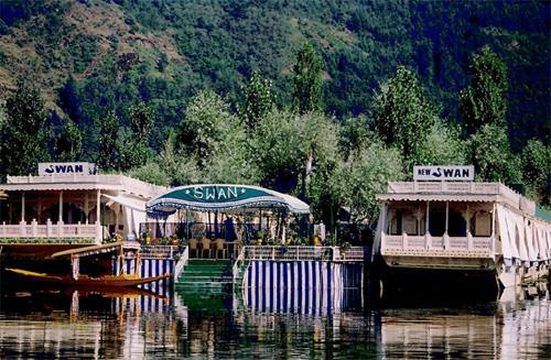 Staying in a Houseboat