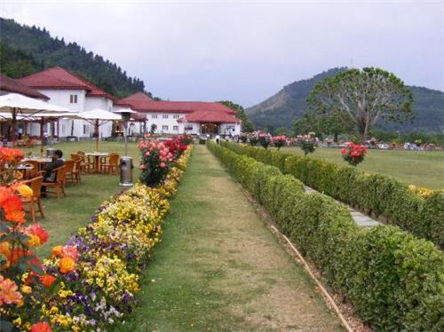 Gadren of The Lalit Grand Palace in Srinagar