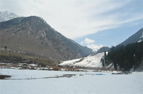 Betaab Valley in Winter