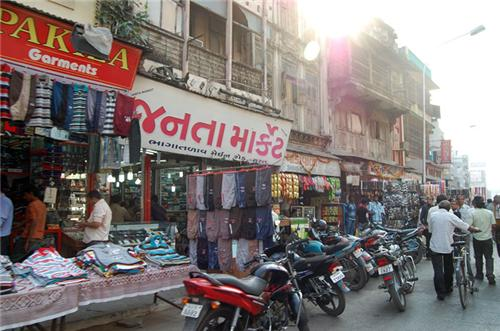 Top 5 Items to Buy from Surat