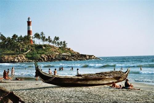 Eye Catching View of Light House Beach in Thiruvananthapuram