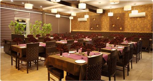 Grand Daksh Restaurant in Veraval