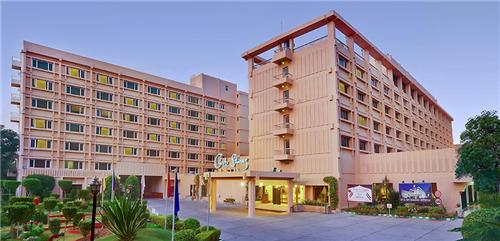 5 star hotels in Agra