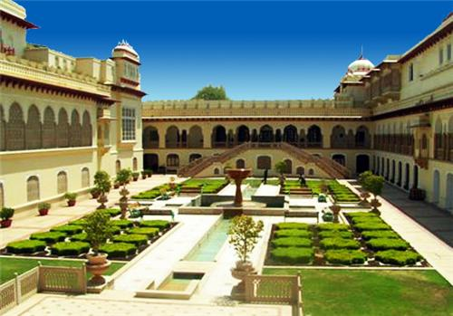 Travel and Tourism in Agra