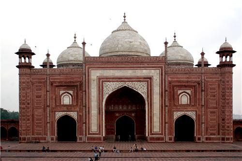 Mosque near Taj Mahal in Agra