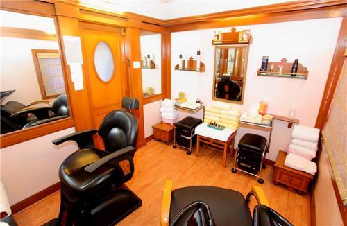 Beauty Parlours in Ahmednagar