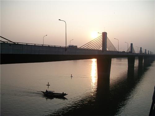 Hoogly river below the Nivedita Setu