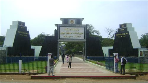 Arignar Anna Zoological Park or Vandalur Zoo