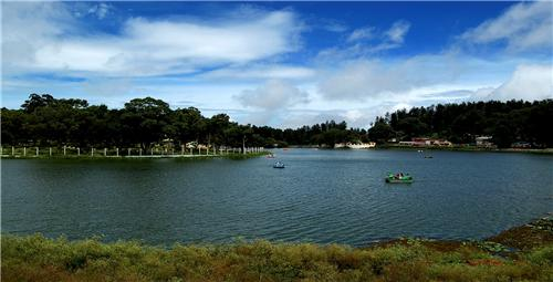 The picturesque beauty of the Yercaud Lake