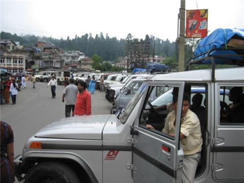 Darjeeling bound taxis waiting at Mirik stand