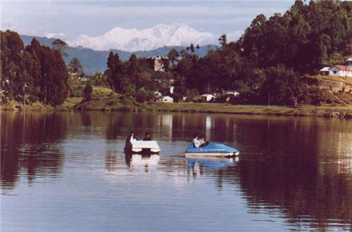 Mirik on the bank of Sumendu Lake from Darjeeling