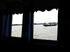 Ferry ride in Geonkhali (Source: weekenddestinations.info)