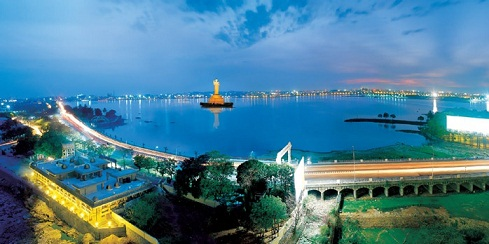 Overview of Hussain Sagar Lake and Tank Bund road in Hyderabad