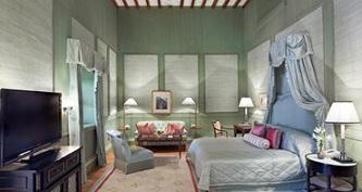 Queen bedroom at taj falaknuma palace