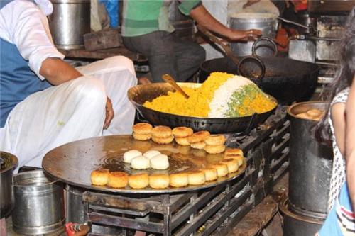 Food at Sarafa Bazaar