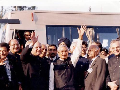 Vajpayee with Nawaz