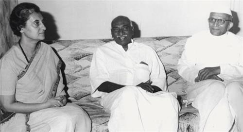 Indira Gandhi with Kamaraj and Motraji