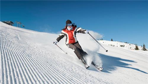 Skiing in India