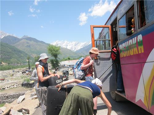 Bus from Delhi to Manali