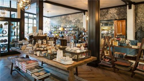 Oxford book store and tea bar