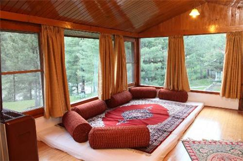Luxurious Stay at Hotel Senator Peak N Pine in Pahalgam