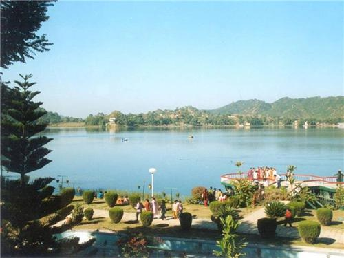Beautiful Mansar Lake placed in Jammu Kashmir