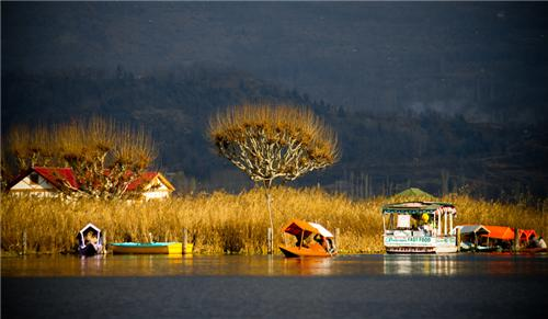 Dal Lake Placed in the city of Srinagar in Jammu Kashmir