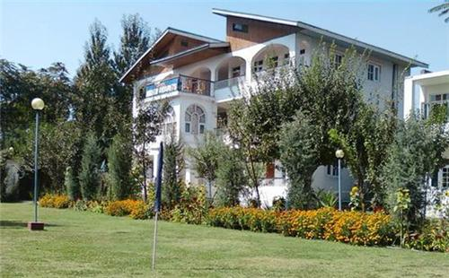 Mesmerizing location of Nigeen Resort in Jammu Kashmir