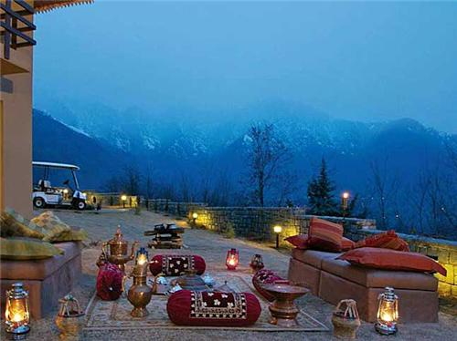 Luxury Lifestyle at Hotel Vivanta by Taj in Srinagar