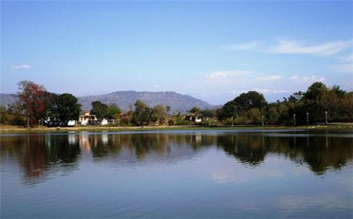 Wonderful location of Surinsar Lake in Jammu Kashmir