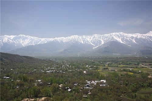 Duru Verinag against Pir Panjal Range