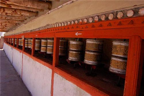 Places where Prayer Wheels are seen in Leh