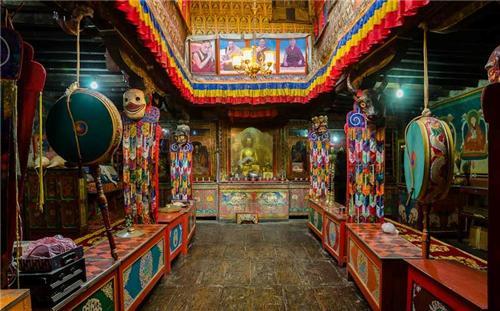 Inside a Du Khang