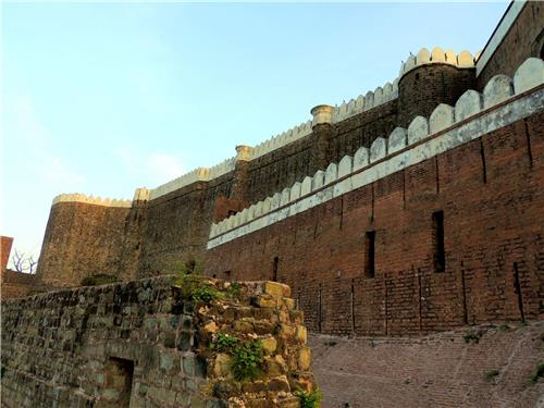 The Architecture of the Bhimgarh Fort
