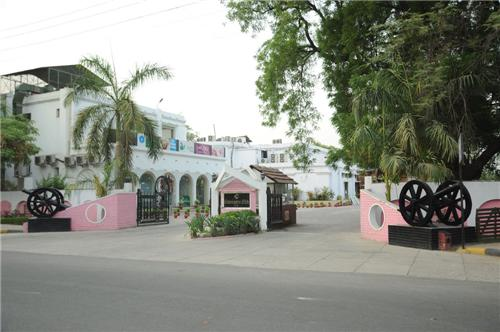 Cawnpore Club in Kanpur Address
