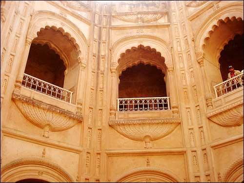 Monument Shahi Bawli in Lucknow