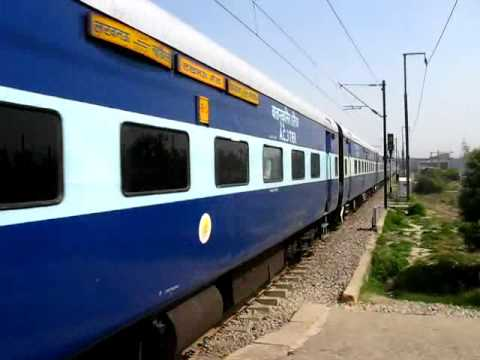 Trains on Delhi-Lucknow Route