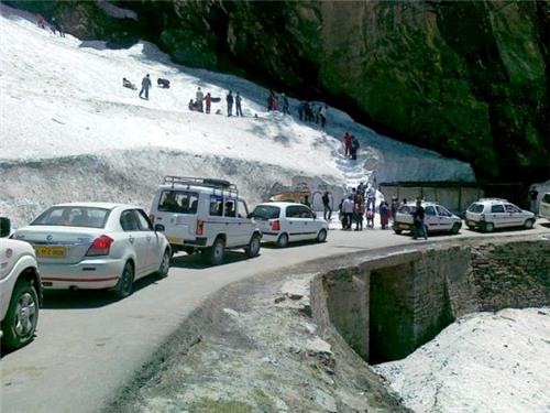Traffic Jam on Road to Rohtang