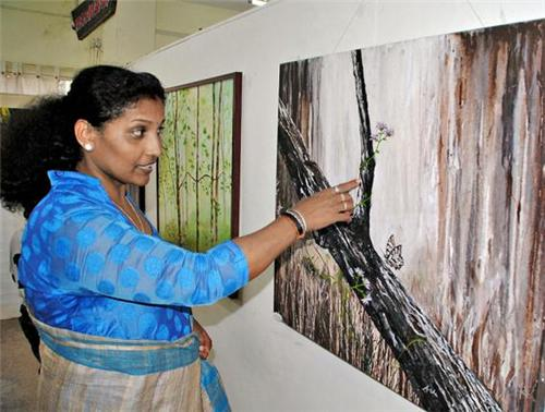 Artist Asha Shetty at Prasad Art Gallery in Mangalore