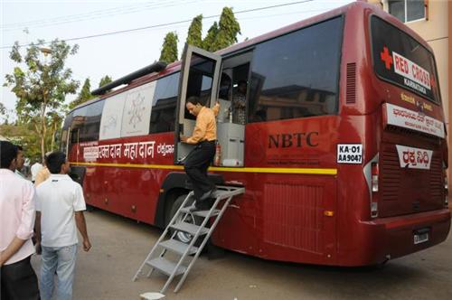 Vehicle to promote blood donation in Mangalore